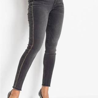 Skinny džínsy s ozdobnými kamienkami